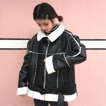 Κομψό γυναικείο μπουφάν σε μαύρο χρώμα