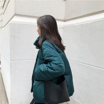 Κομψό γυναικείο μπουφάν με κολάρο σε σχήμα O