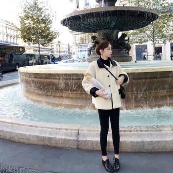 Κυρίες μόδα σακάκι - ένα ευρύ λευκό μοντέλο