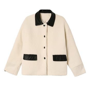 Дамско модерно яке - широк модел в бял цвят