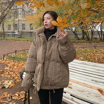 Стилно дамско карирано яке