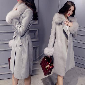 Актуално дамско палто в три цвята с пухена яка и ръкави