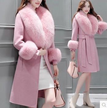 Актуално дамско палто с пух в светли цветове