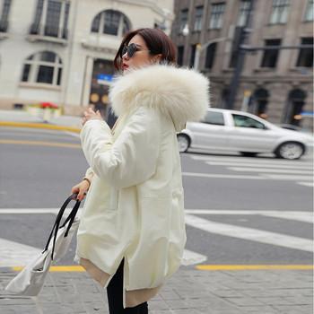Дамско стилно яке с пух на качулката в бял цвят