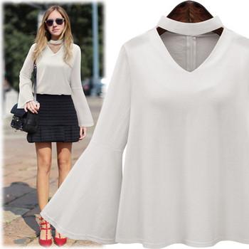 Стилна дамска риза с V-образно деколте и лотос ръкав в черен и бял цвят