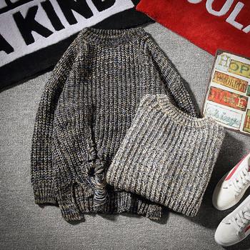 Актуален мъжки пуловер в два цвята с накъсани елементи