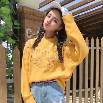 Модерен дамски пуловер с бродерия в жълт и бял цвят