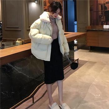 Κομψό γυναικείο μπουφάν με δίχρωμο αφράτο κολάρο