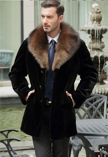 Стилно мъжко палто в черен цвят с пухена яка и джобове