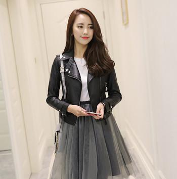 Стилно дамско яке от еко кожа в черен цвят