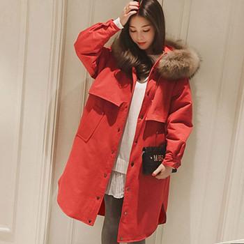 Модерно дамско яке широк модел с пух на качулката в черен и червен цвят