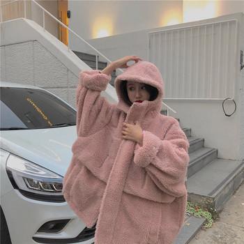 Μοντέρνο ροζ μπουφάν σε ροζ χρώμα