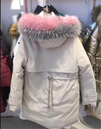 Модерно дамско зимно яке с цветен пух на качулката в три цвята