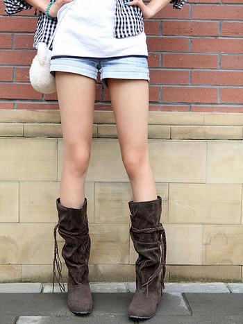 Дамски модерни ботуши с декорация връзки в няколко цвята