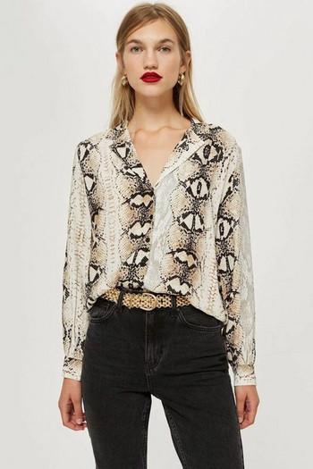 Стилна дамска риза имитираща змийска кожа
