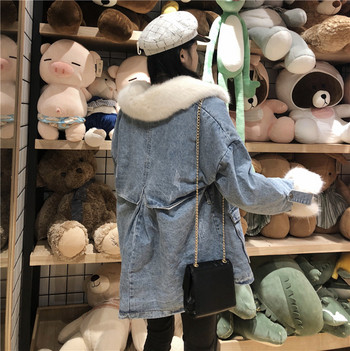Модерно дамско дънково яке с пух и джобове