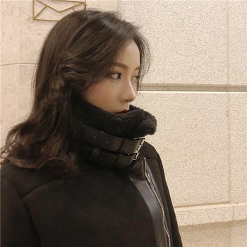 Ένα μοντέρνο γυναικείο μπουφάν με μαλακή επένδυση και με μαύρη στερέωση