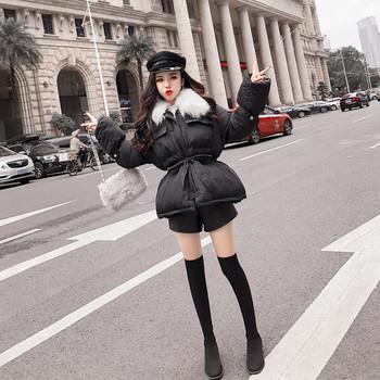 Γυναικείο μπουφάνι σε μαύρο χρώμα με γούνα
