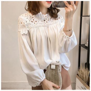 Модерна дамска риза с дантелено деколте
