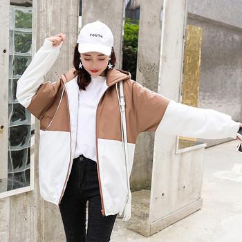 Μοντέρνο χειμερινό μπουφάν  με πολύχρωμη εφαρμογή και κουκούλα σε διάφορα χρώματα