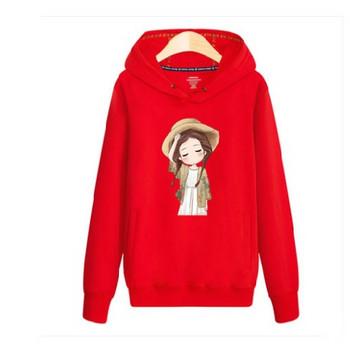 Модерен суичър с качулка и различни апликации в червен цвят подходящ за момичета и момчета