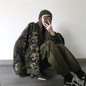Меко дамско яке с качулка и камуфлажен десен
