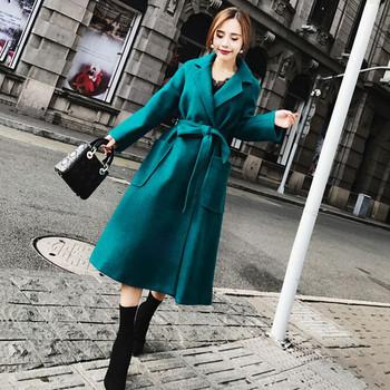 Модерно дамско палто с джобове и колан в син цвят