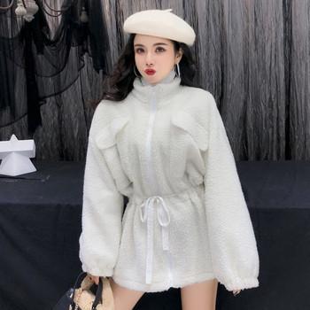 Κομψό γυναικείο μπουφάν με ελαστική μέση σε λευκό χρώμα