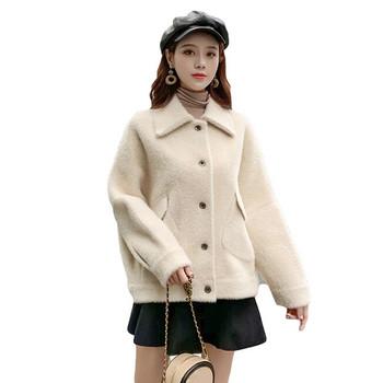 Елегантно дамско палто в бял цвят