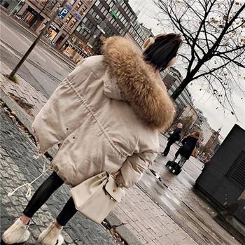 Μοντέρνο γυναικείο μπουφάν με χνούδι σε δύο χρώματα - λευκό και μαύρο χρώμα