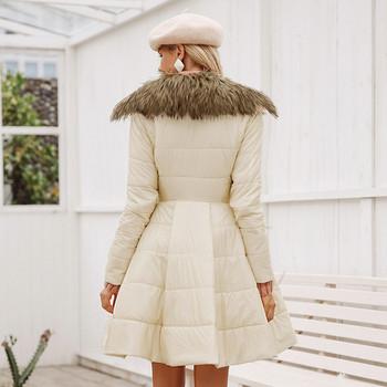 Μοντέρνο μοντέλο χειμωνιάτικου γυναικείο μπουφάν σε μαύρο και μπεζ χρώμα