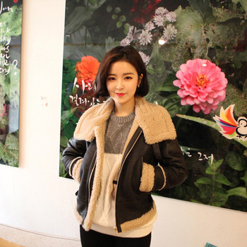 Γυναικείο μοντέρνο μπουφάν  με  επένδυση σε μάυρο χρώμα