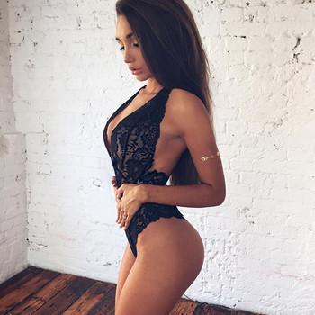 Дантелено дамско боди с V-образно деколте и изрязан гръб в бял и черен цвят