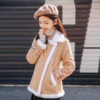 Модерно дамско палто с мека подплата и V-образно деколте в два цвята