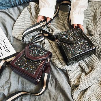 Стилна малка дамска чанта от еко кожа в черен и кафяв цвят