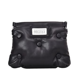 Дамска чанта от еко кожа в червен, черен, син и бял цвят