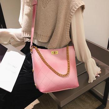 Модерна дамска чанта с метални елементи в четири цвята
