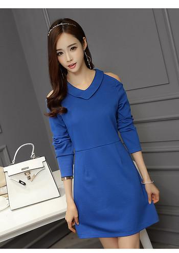Стилна дамска рокля с дълъг ръкав в син цвят