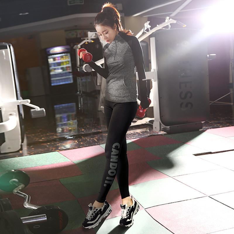 Μοντέρνο γυναικείο αθλητικό σετ σε δύο μέρη - Badu.gr Ο κόσμος στα χέρια σου a6f9f85ff67