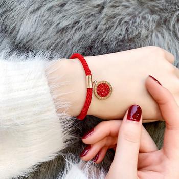 Дамска ежедневна гривна с висулка в червен цвят