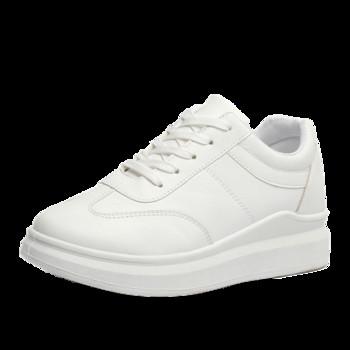 Дамски ежедневни маратонки в бял цвят