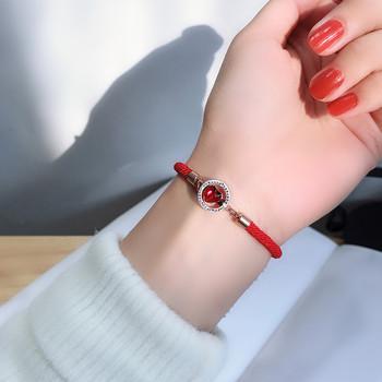 Дамска гривна в червен цвят и червен камък