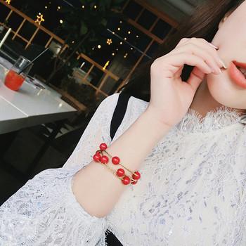 Модерна дамска гривна с червени мъниста