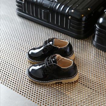 Μοντέρνα παιδικά παπούτσια για κορίτσια σε μαύρο 0195c0e047d