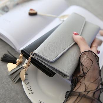 Γυναικείο κομψό δερμάτινο πορτοφόλι με φούντα αξεσουάρ