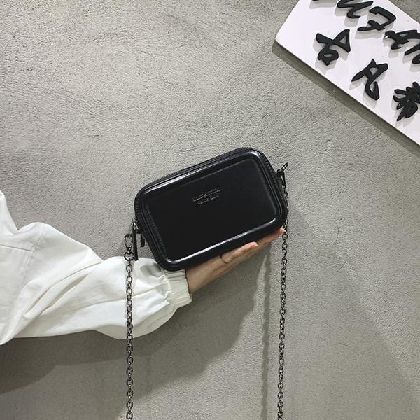 Σύγχρονη μικρή τσάντα από οικολογικό δέρμα με μεταλλική λαβή - Badu.gr Ο  κόσμος στα χέρια σου 9abe438e807