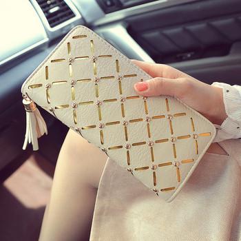 Κομψό γυναικείο πορτοφόλι σε λευκό και μαύρο χρώμα