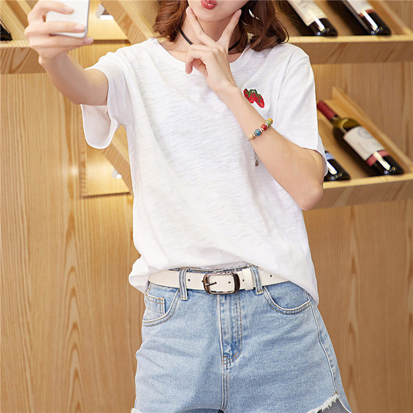 4f4a92549a2b Μοντέρνα γυναικεία μπλούζα σε λευκό χρώμα με κέντημα - Badu.gr Ο κόσμος στα  χέρια σου