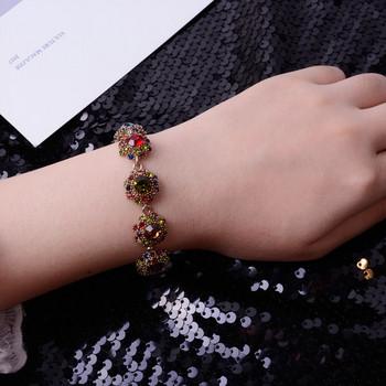 Дамска модерна гривна с декоративни камъни-три цвята