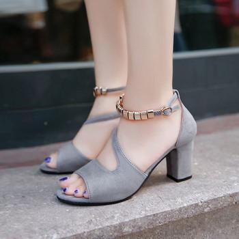 Модерни дамски сандали в няколко цвята с метален елемент
